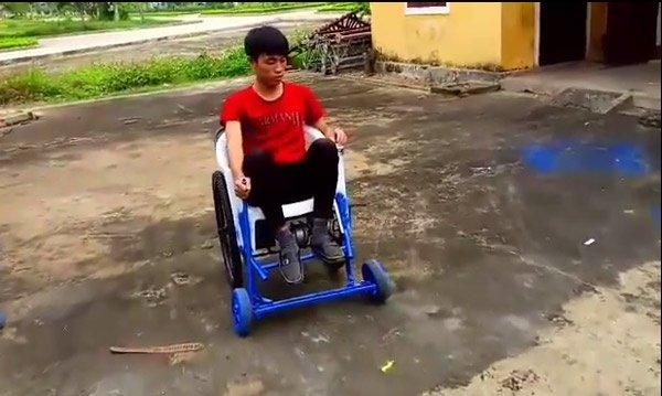 Chiếc xe lăn điều khiển dễ dàng