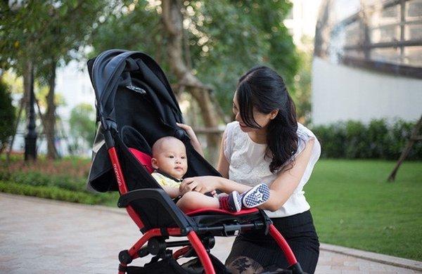 Kinh nghiệm mua xe đẩy cho bé thế nào?