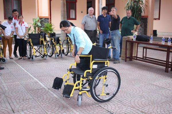 Mỗi chiếc xe lăn là một tấm lòng yêu thương