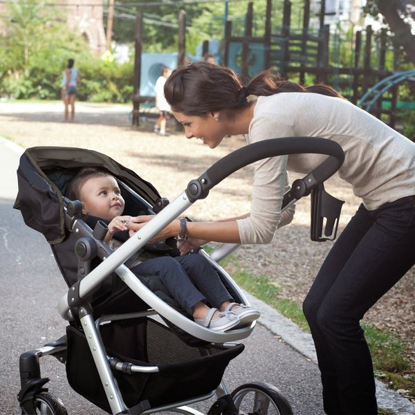 Nên chú ý tính an toàn khi mua xe đẩy trẻ em
