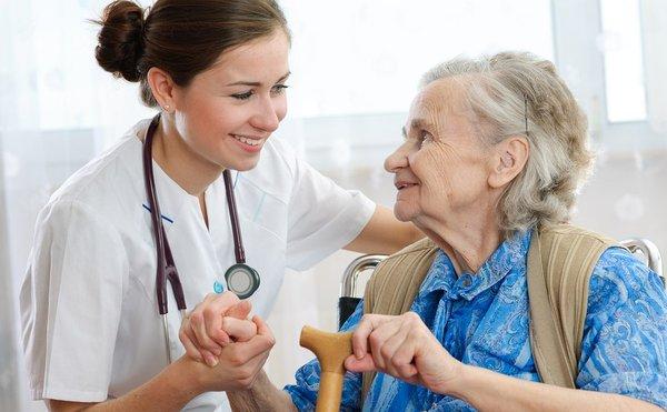 Người bị bệnh liệt 2 chân cần được chăm sóc đúng cách