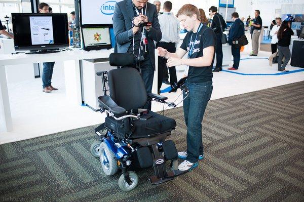 những loại xe lăn thông minh hỗ trợ di chuyển an toàn