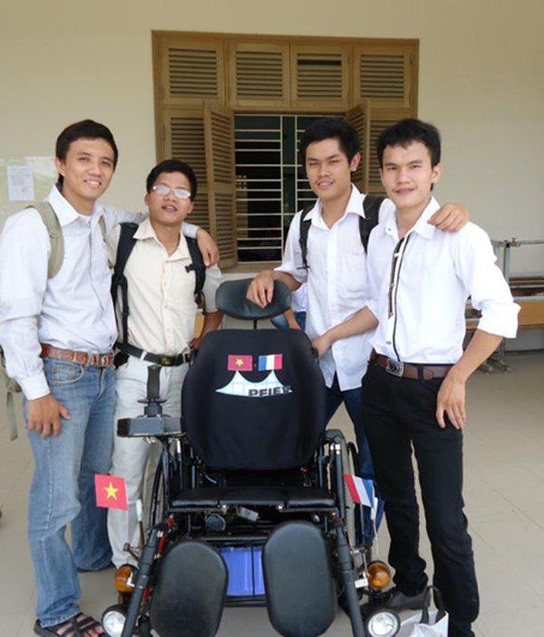 4 chàng sinh viên Đại học Bách khoa Đà Nẵng và sản phẩm xe lăn điện.