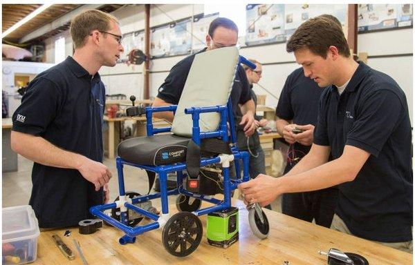 Hình ảnh chiếc xe lăn điện nhỏ nhất thế giới được chế tạo bởi sinh viên Mỹ
