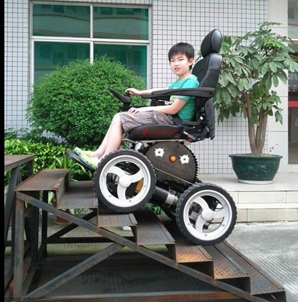 Xe có thể di chuyển lên xuống các bậc tam cấp