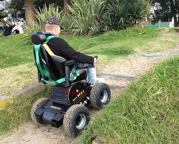 Xe lăn điện đem lại cuộc sống tốt hơn cho người bại liệt