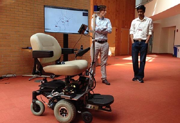 Xe lăn điện cho người khuyết tật đa chức năng