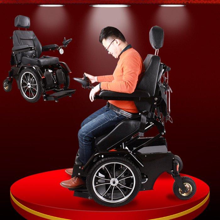 Xe lăn điện giúp người già đỡ tốn sức khi di chuyển