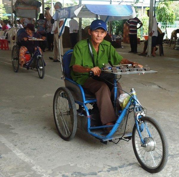 Xe lăn điện tự chế dành cho người khuyết tật