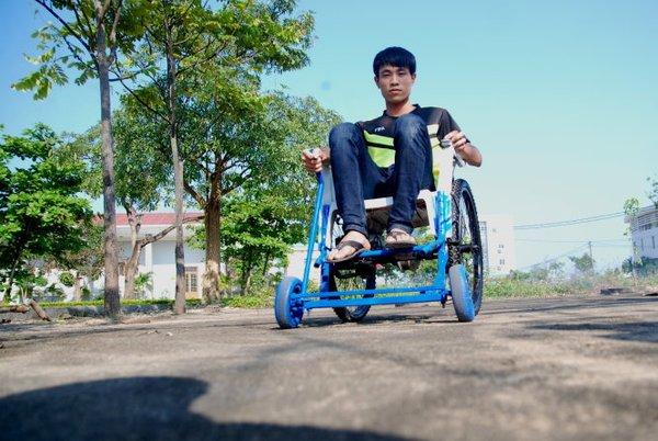 xe lăn điện không cần lăn được sinh viên Việt nghiên cứu chế tạo